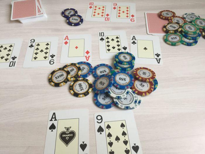 ブラフ ポーカー ブラフはポーカーの常套手段! ブラフの種類と活用場面